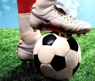 mingea de fotbal